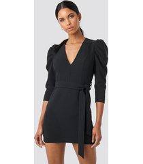anna nooshin x na-kd belted puffy sleeve dress - black