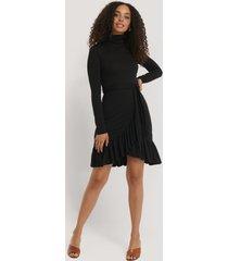 na-kd flounce polo dress - black