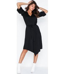 j lindeberg maia-liquid satin loose fit dresses