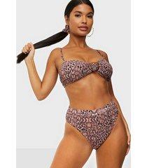 missguided crinkle bikini set & scrunchie hela set