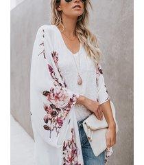 cárdigan de gasa con estampado floral al azar abierto en blanco