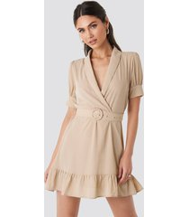 na-kd belted puff sleeve mini dress - beige