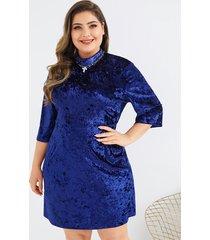 vestido de terciopelo azul con diseño de talla grande