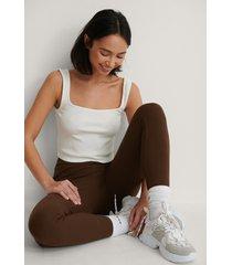 na-kd reborn ribbstickade leggings med broderidetalj - brown