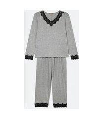 conjunto de pijama manga longa e calça com detalhes em renda curve e plus size cinza
