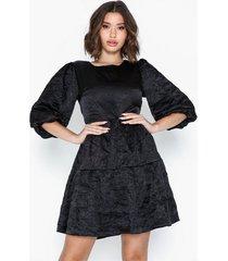 glamorous half sleeve textured dress loose fit