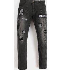 koyye hombres moda gris letra badge casual jeans
