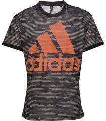 logo tee primeblue t-shirts short-sleeved svart adidas tennis