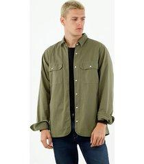 camichaqueta de hombre, silueta confort de corte recto, cuello francés, manga larga, color verde