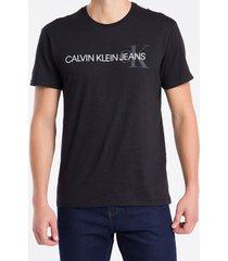camiseta masculina logo flame preta calvin klein jeans - pp