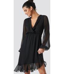 na-kd boho balloon sleeve chiffon mini dress - black