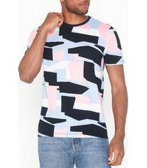 selected homme slhartwork aop ss o-neck tee b t-shirts & linnen vit