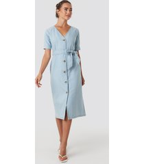 na-kd belted puff sleeve midi dress - blue