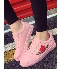 zapatillas con bordado de rosas