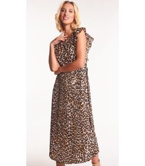 plisowana sukienka midi w panterkę