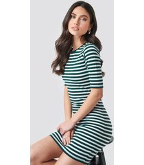 na-kd striped fitted t-shirt dress - green