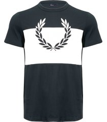 fred perry wreath tee - dark emerald m4546-g27