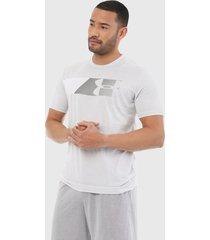 camiseta gris-blanco under armour fast left chest 2.0 de