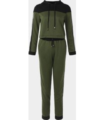 active chándal verde con capucha diseño net yarn