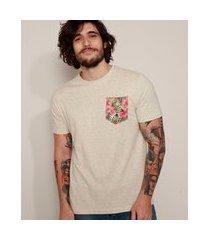 camiseta masculina com bolso estampado floral manga curta gola careca bege claro