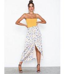 glamorous floral skirt midikjolar