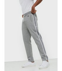 gant d1. gant stripe sweat pants byxor grey melange