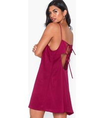 nly trend strappy back dress loose fit