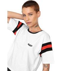 camiseta cropped volcom faded friend branca/preta - branco - feminino - dafiti