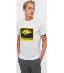 calvin klein jeans rave photo box reg tee t-shirts & linnen white