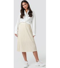 na-kd trend plisse skirt - beige