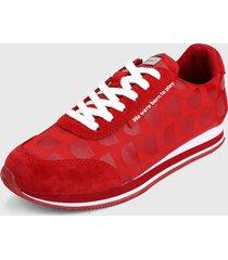 tenis rojo-blanco desigual