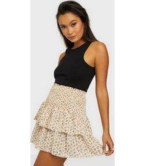 neo noir carin narrow flower skirt minikjolar