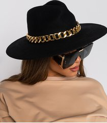 akira brim chain lock hat
