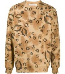 1017 alyx 9sm leopard-print logo sweatshirt - neutrals