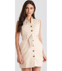 na-kd classic belted cargo sleeveless dress - beige