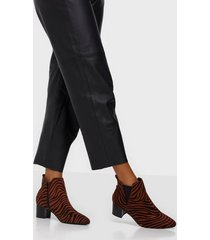 duffy heeled chelsea boots heel