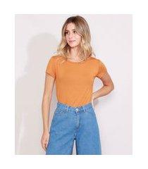 blusa feminina básica com botões manga curta decote redondo mostarda