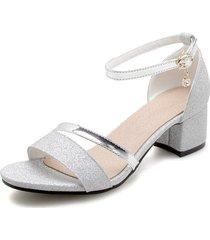 sandalias de gran tamaño, zapatos de tacón, un botón, lentejuelas, zapatos abiertos