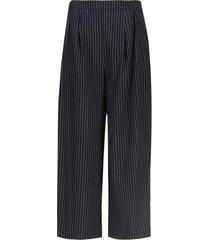 pantalón con prenses color blanco, talla 10