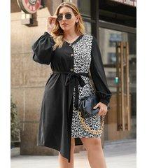 mini vestido de manga larga con diseño de cinturón de leopardo de retazos con cuello en v de yoins