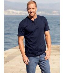 t-shirt med knappar i halsen men plus marinblå