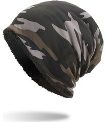 cappellino in velluto con camuffamento