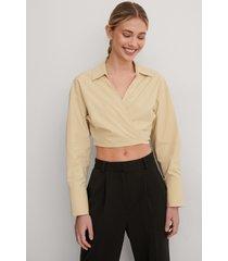 gøhler x na-kd skjorta med knyt i midjan - beige