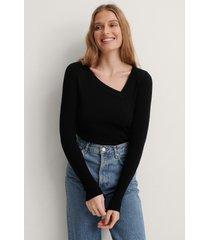 na-kd ribbstickad tröja med asymmetrisk halsringning - black