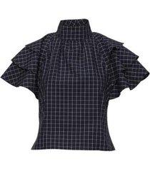 een klassieke blouse met de details