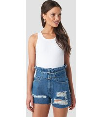 na-kd belted destroyed denim shorts - blue