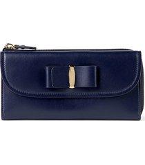 salvatore ferragamo women's vara bow leather continental wallet - blue