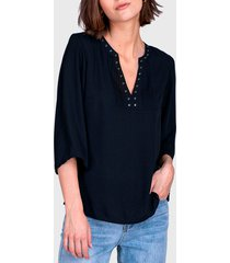 blusa ash tachas escote  negro - calce regular