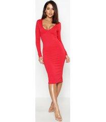 geribbelde midi jurk met laag decolleté, rood
