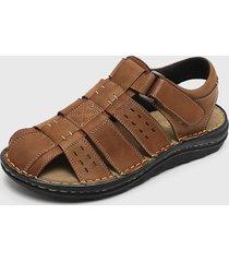 sandalia cuero marrón pluma
